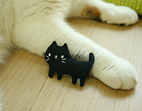 Black cat brooch