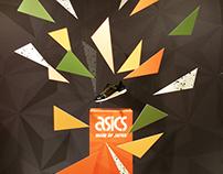 Escaparates de Asics Gold en puntos de venta premium