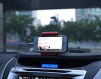 HUG, a smartphone cradle for drivers