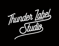 Arte para os bonés e camisetas da Thunder Label Studio