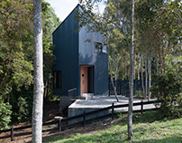 Komorebi House / Del Rio Arquitectos Asociados DRAA