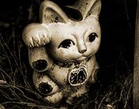 "mnemonic of a ""maneki-neko""  (a beckoning cat)"