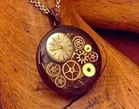 Rusted iron pendant