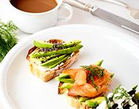 some food, bruschette & salad