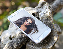 Android Phone in Wild Environment - Mockup