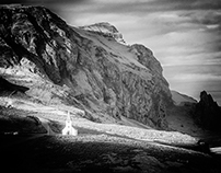 Spaces in black and white perception-Iceland