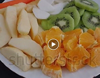 Stok Video fruit salad in white plate video images