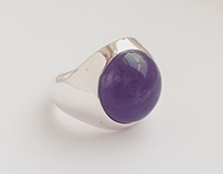 Hollow ring with amethyst stone