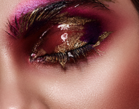Beauty Woman with liquid gold on Eyes