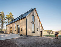 POOK ARCHITECTS USES ALL WOOD FOR THE WOODEN STABLE IN