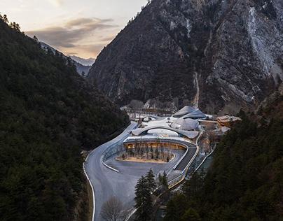 Tourist Service Center ofJiuzhaigou(九寨沟景区沟口立体式游客服务中心)