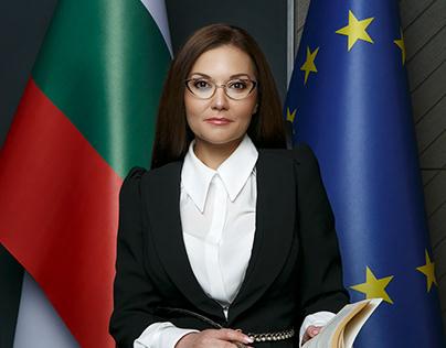 BANKER SPECIAL MAGAZINE / MARIA SHUKEROVA - LAWYER