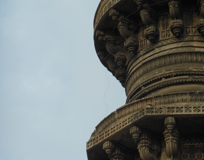 Jhoolta Minar
