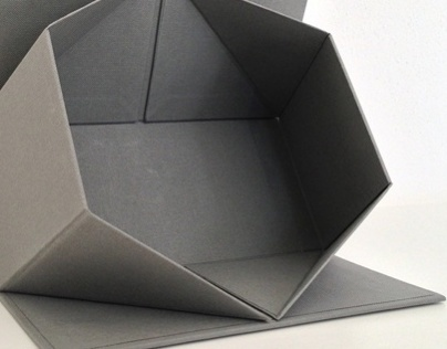 foldable box with magnets