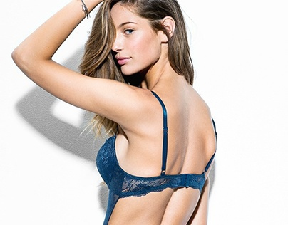 Fashion Stylist - Intimates by Mango
