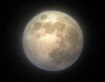 iPhone × astronomical telescope = Moon