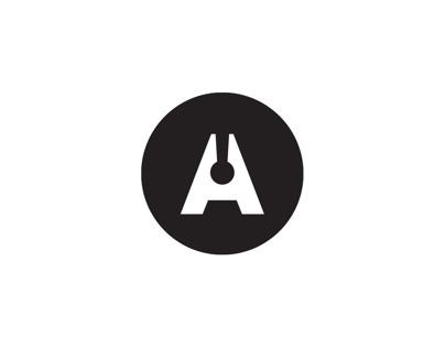 Adrián Key.