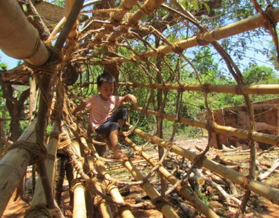 BAMBOO TUNNEL - ONSITE CONSTRUCTION