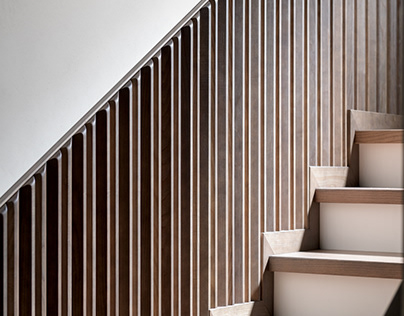 Pontelli wood paneling for stairway wall decorating
