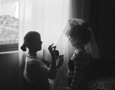 La sposa con il lenzuolo in testa