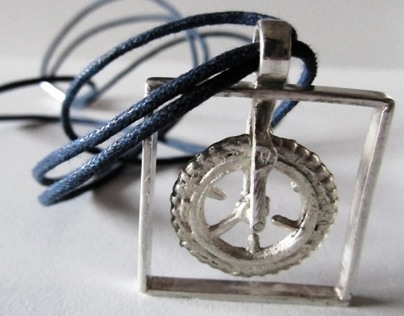 "Necklace ""Rolling wheel"""
