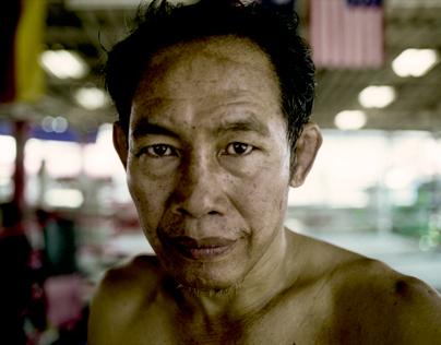 Le vieux boxeur thai et son disciple