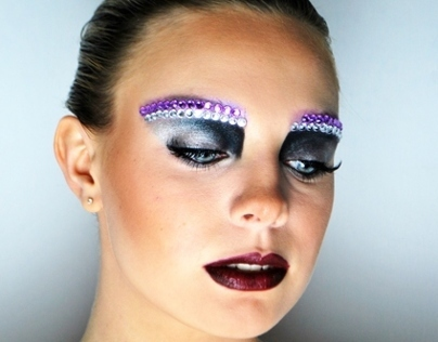 Creative Sculpted Eye Make-Up