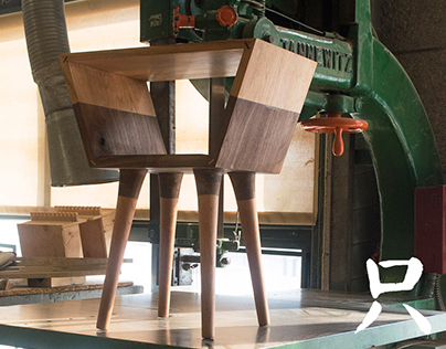 Side Table - 只