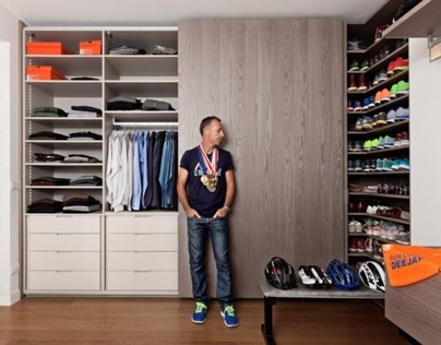 Deejay in the closets