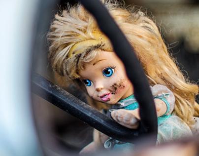 Abandoned Doll - La poupée abandonnée