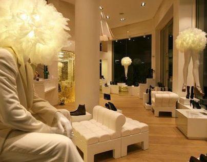 IO magasin de chaussure Maroc - Décoration Or et Blanc.