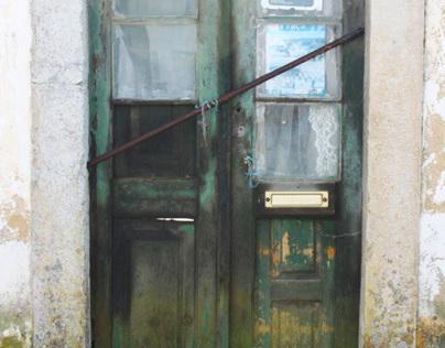 Portas abandonadas/ Abandoned doors