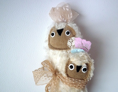 Slingomama. Mama owl and owlet