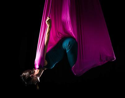 Aerial Yoga / Lisa Looping