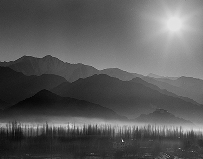 Himalayan Winter: Frigid Frames from a Frozen Land