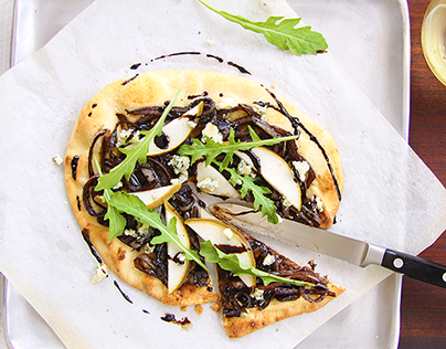 Balsamic onions, pear and blue cheese pizza