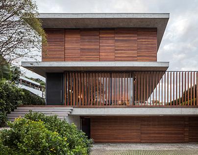 Bravos House in Brazil by Jobim Carlevaro Arquitetos