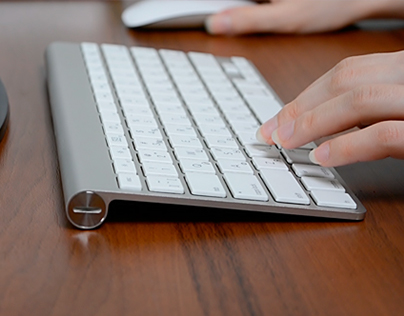 Using a Keyboard on a Dark Table