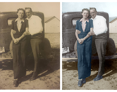 Colorisation of a photograph of a couple at the beach