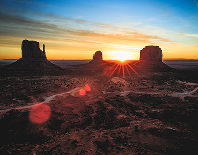 Sunrise monument valley canyon