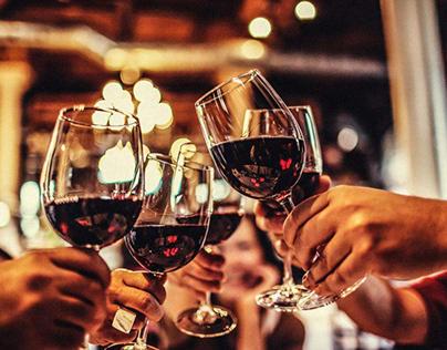 Cầm ly rượu vang đúng chuẩn – Đẳng cấp từ điều giản đơn
