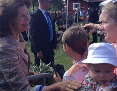 Silvia, Queen of Sweden meets Edith Fogelberg