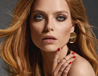 "Fashion Magazine ""Strong Woman"""