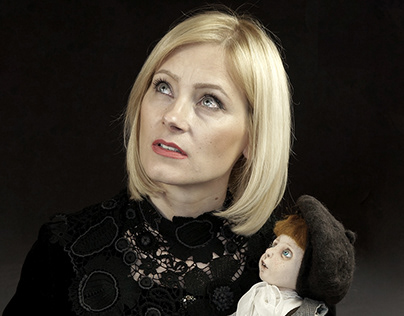 Kobieta z lalką