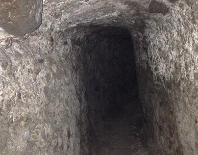 Tunel en la montaña de Lloa