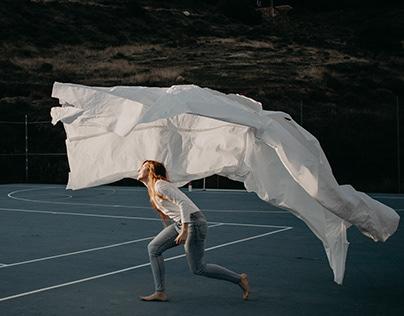 Adela Moreno - Boceto / Y papel cosido (Performance)