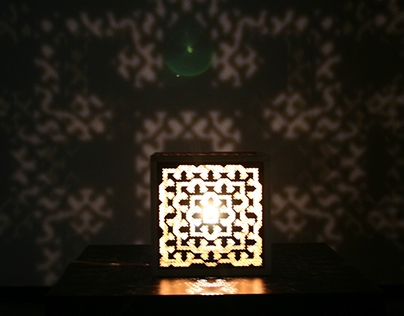Intruder v2 - Fractal Shadow Lamp