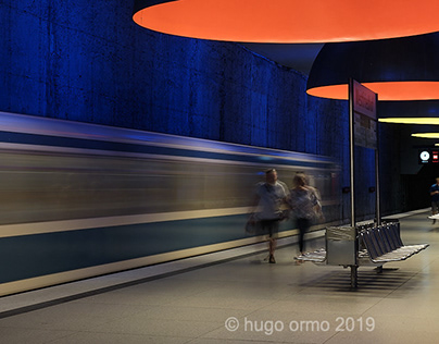 orange and blue at the u-bahnhof