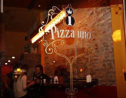 Pizza Uno . Diseño e intervención en vidrio.