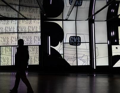 L'opérateur - Mosaïque d'écrans de la Place des Arts